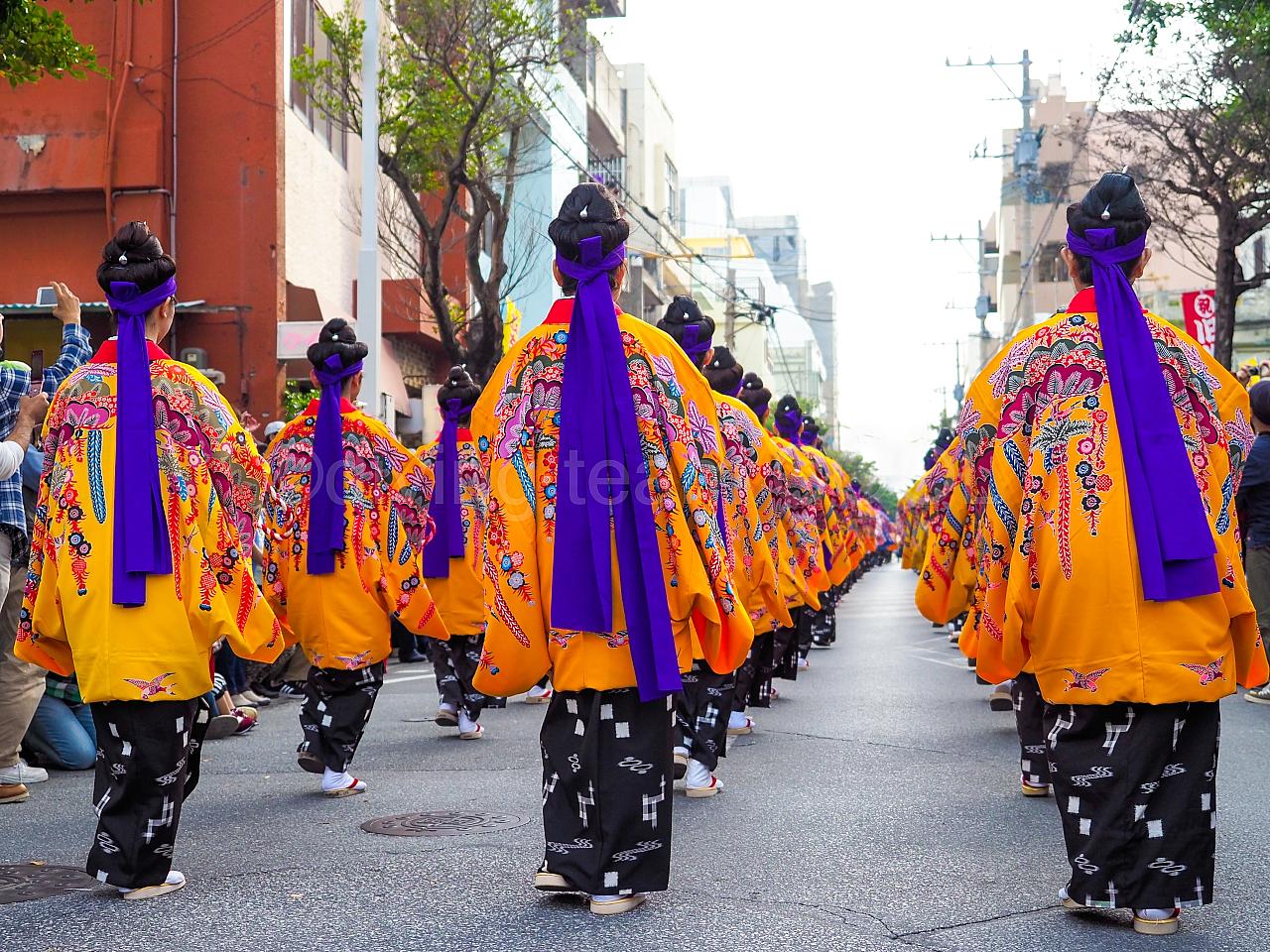 沖縄 じゅり馬祭り