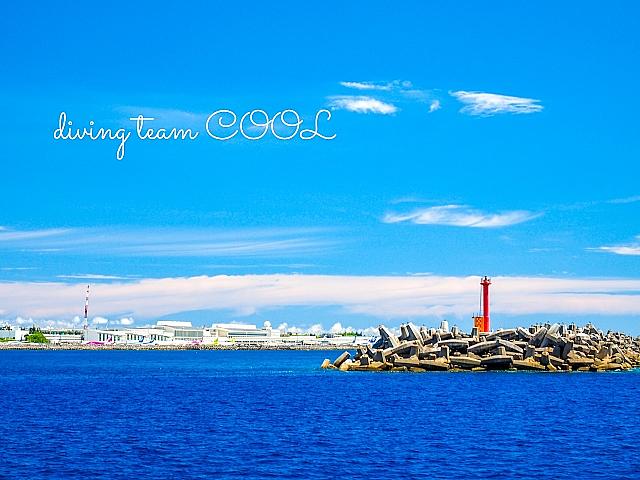 沖縄 赤灯台と海